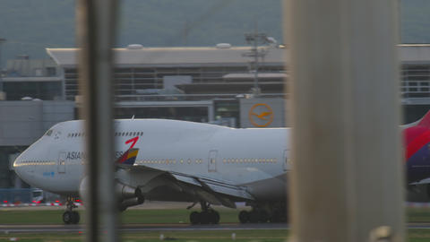 Asiana Boeing 747 accelerate before take-off Footage
