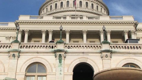 The camera pans up the facade of the U.S. Capitol... Stock Video Footage