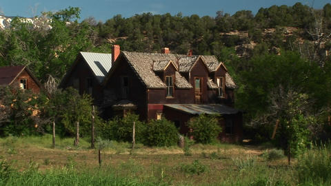 Medium shot of an abandoned ranch house sitting in a... Stock Video Footage
