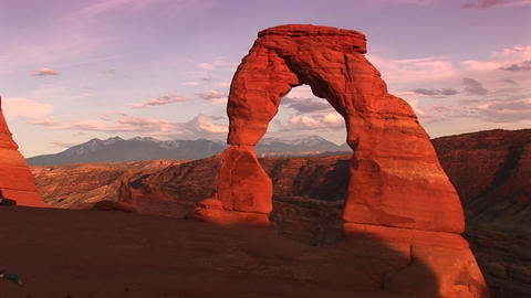 Long-shot of Delicate Arch in Arches National Park, Utah... Stock Video Footage
