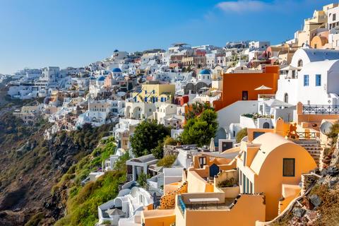 Santorini Colorful Buildings on the Rocky Coast Fotografía