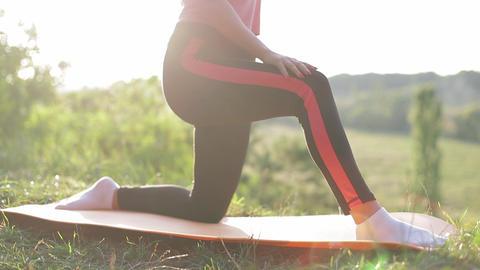 Beautiful female athlete doing exercise 실사 촬영