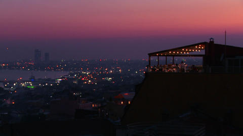 People eat dinner at a rooftop restaurant overlook Stock Video Footage