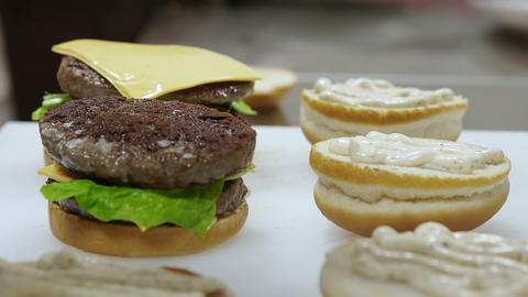 food preparation: Cook realizes sandwiches with burger Footage