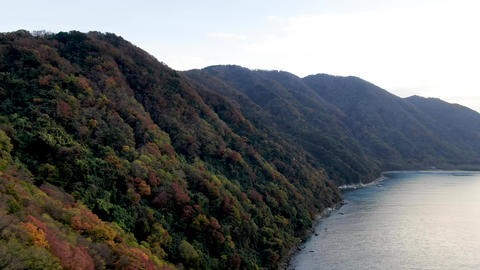Beautiful mountains of autumn colors approach Wakasa Bay, and the blue of the sea and the colors of Live Action