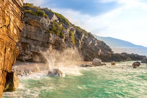 Sea Surf Spray and Evening Rocky Shore Fotografía