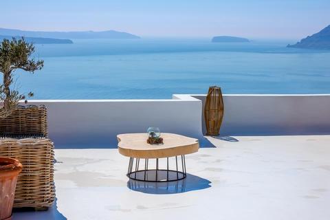 Table on the Santorini Sun Terrace and Sea View Fotografía