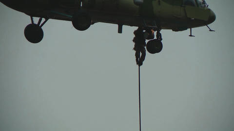 Landing without a parachute from a helicopter. Military paratroopers descend the cable 실사 촬영