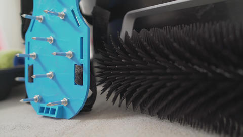 Walking shoes with needle roller and wet screed. Needle roller for self-leveling Live Action