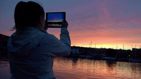 taking pictures of the sunset with a tablet computer, iPad Footage