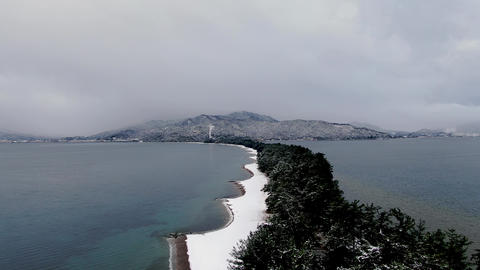 Amanohashidate, one of the three most scenic spots in Japan, is covered with snow and the beach is Acción en vivo