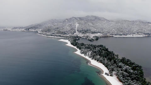 Aerial view of the beach with white makeup on the three most scenic spots in Japan, Amanohashidate   Acción en vivo