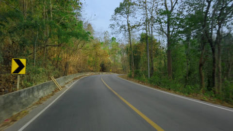 Driving along a mountine road in national park in Thailand. Point of view Acción en vivo