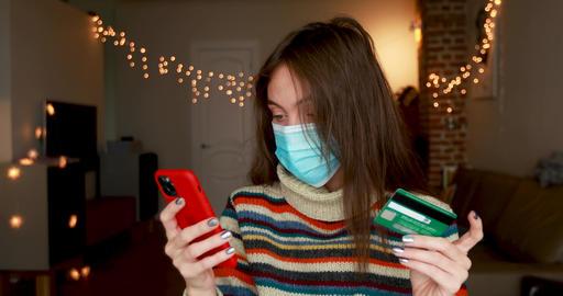 Women in medical mask shoping online Live Action