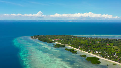 Sandy beach and tropical sea. Pangangan Island, Philippines ライブ動画