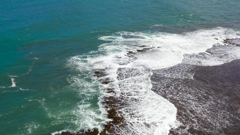 Ocean waves and sea surf, aerial view ライブ動画