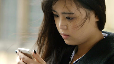 cute asian woman using smartphone to send messages ビデオ