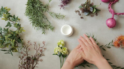 Organic image hand care Live Action