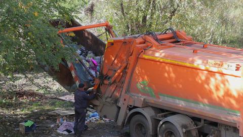 Scavenger loads of junk in the car trash Filmmaterial
