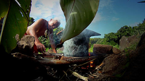 A Hawaiian native prepares tarot root Stock Video Footage