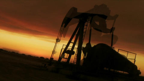 A time lapse shot of an oil derrick working Stock Video Footage