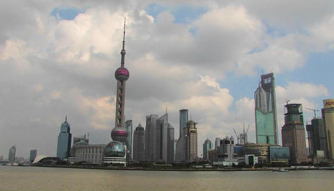 Boats on the Yangtze River passing the Pudong district in... Stock Video Footage