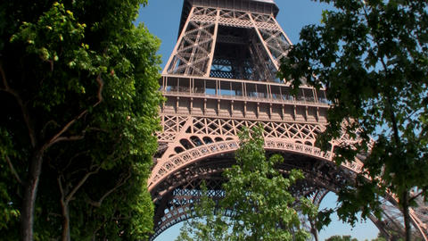 Handheld tilt up to Eiffel Tower, paris Stock Video Footage