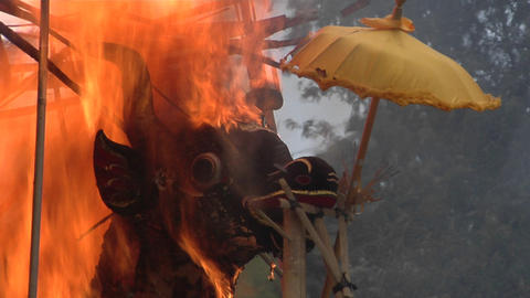 The sarcophagus burns in an Indonesian cremation ceremony Stock Video Footage