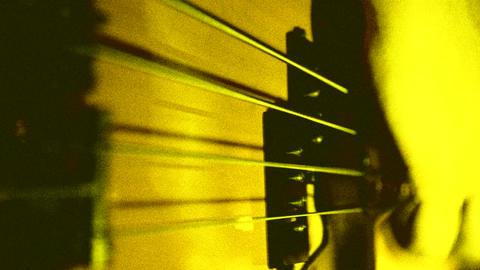 play on bass guitar. yellow ビデオ