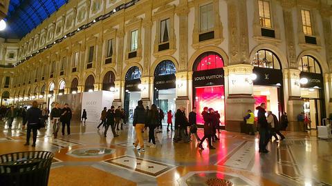 GALLERIA VITTORIO EMANUELE II, MILAN/ITALY - GIORGIO ARMANI & LOUIS VUITTON 2016 Live Action