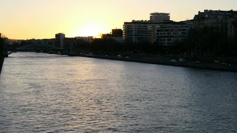 Sunset of Saine river seen from the Bir-Hakeim bridge Footage