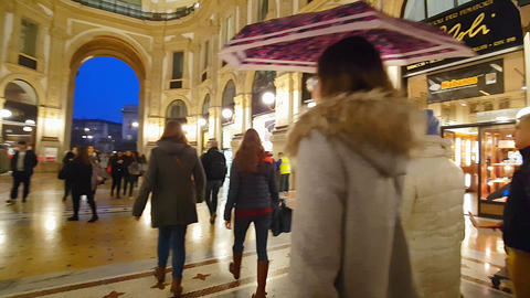 GALLERIA VITTORIO EMANUELE II, MILAN/ITALY - RIZZOLI - November 2016 Live Action