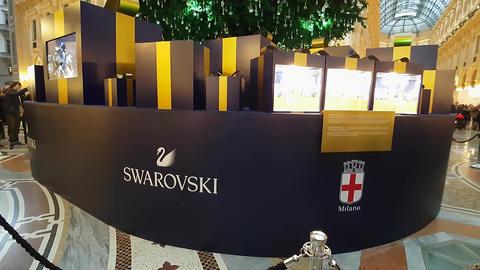 Christmas in Milan/Italy - Swarovski tree - December 2016 afternoon Footage