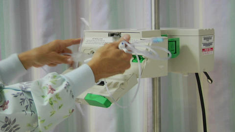 A nurse prepares medical equipment Stock Video Footage