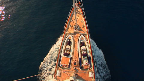 A view straight down from the crows nest of a sailing... Stock Video Footage