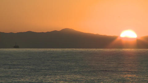 Close-up time lapse of sun setting over the Channel... Stock Video Footage