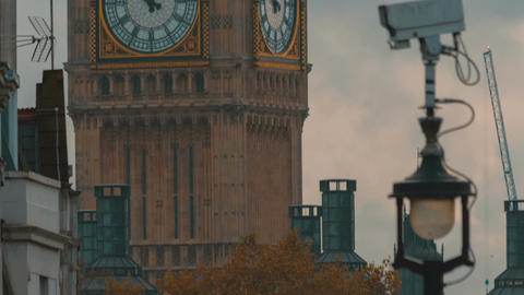 Tilting shot showing downtown Westminster and closeup perspective the Big Ben in Footage