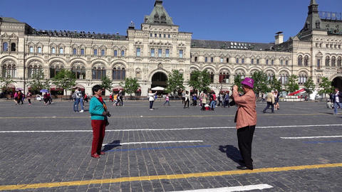 Senior tourist make picture of his wife at Red Square, candid camera Live Action