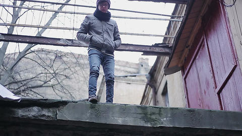 Upset teenager about to commit suicide by jumping from roof, changing his mind Footage