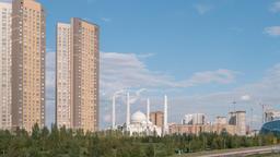 Hazrat Sultan Mosque. Day. Zoom. Almaty, Kazakhstan. TimeLapse Filmmaterial