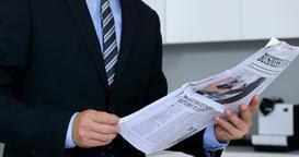 Businessman reading news ビデオ