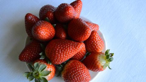 Strawberries Heatly Food Presentation Live Action