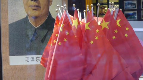 Portrait of Mao Zedong & china national-flag in store... Stock Video Footage