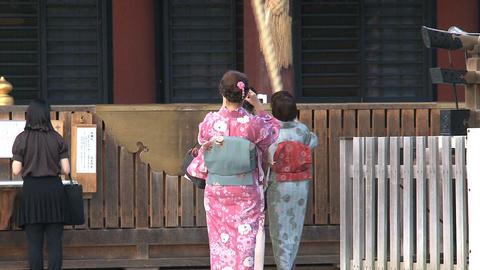 Girls kimono Yasaka Shrine 02 Footage