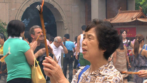 Woman praying at the Jing'an Temple Stock Video Footage