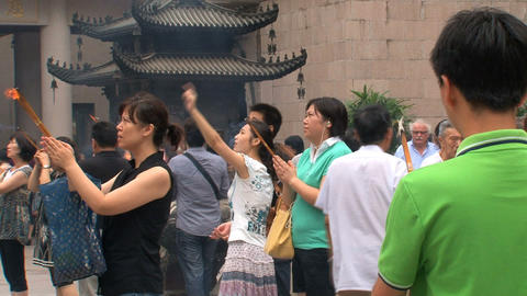 People praying at the Jing'an Temple Stock Video Footage