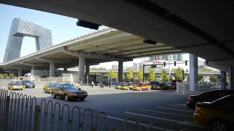 timelapse traffic under overpass in city Stock Video Footage