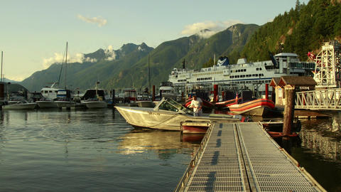 Time Lapse of Loading Passengers at the dock Archivo