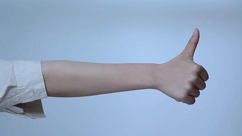 グッドサインを送る若い女性の腕 Footage
