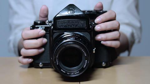 カメラを触りながら写真を撮る女性 Stock Video Footage